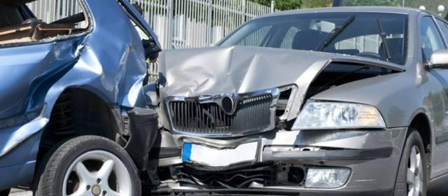 Consulta Gratuita en Español Cercas de Mí con Abogados de Accidentes y Choques de Autos y Carros en Bell California