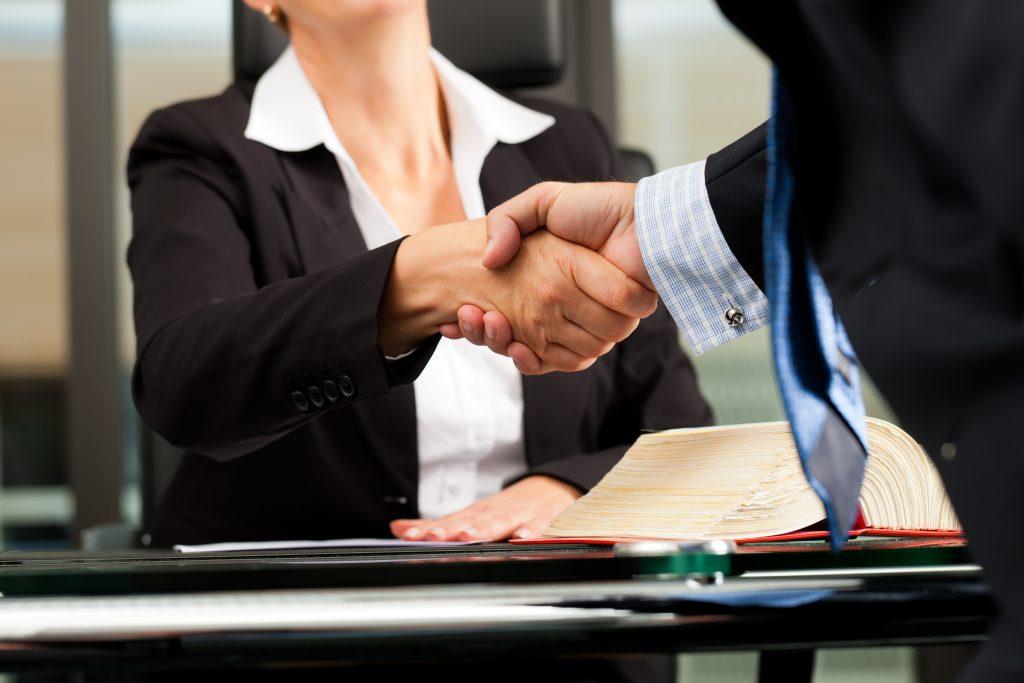 La Mejor Firma Legal de Abogados en Español de Acuerdos en Casos de Compensación Laboral, Mayor Compensación de Pago Adelantado en Bell California